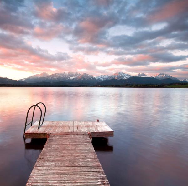 el silencio junto al lago en