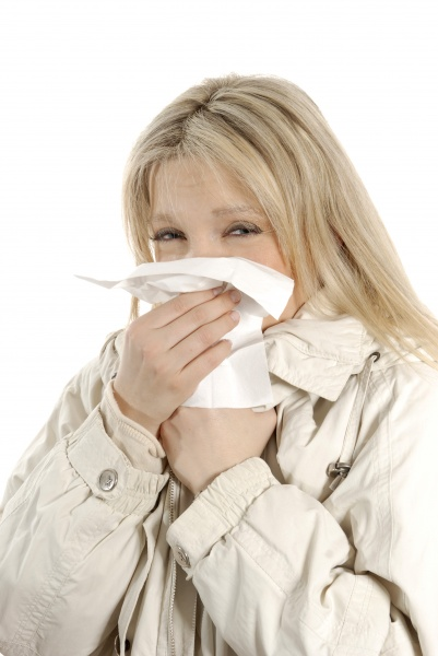 mujer catarro panyuelo alergia jovenes rubia