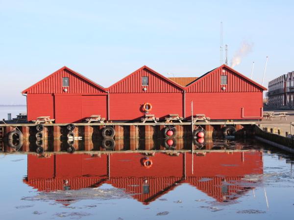 edificios, de, pescadores, rojos, en, invierno - 23218913