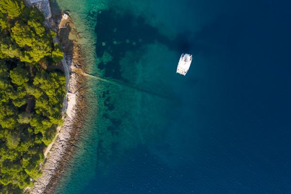 vista aerea de una sola lancha
