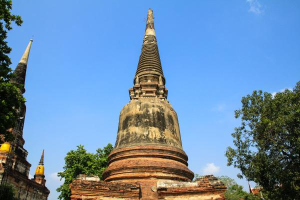 pagoda antigua en wat yai chaimongkol