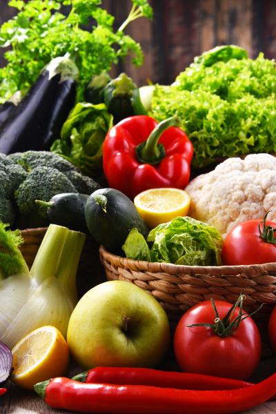 composicion con verduras y frutas organicas