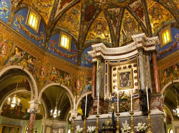 interior, of, the, shrine, of, pompei - 29643671
