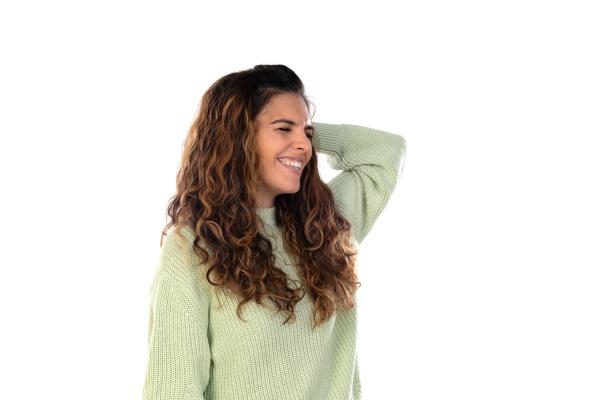 hermosa mujer con cabello ondulado