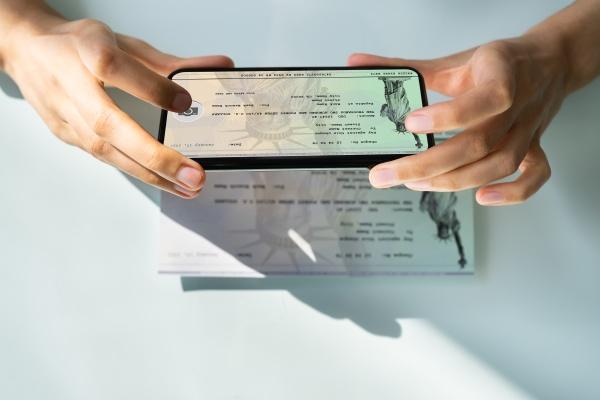 deposito remoto de cheques tomando fotos
