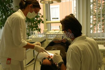 medico mujer personas gente hombre dientes
