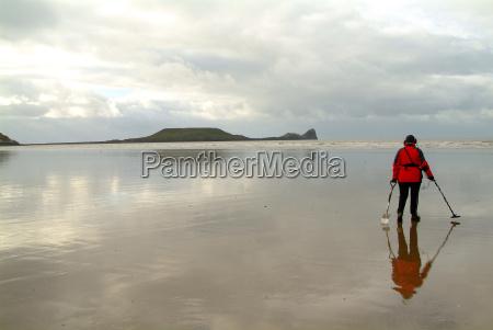 seeking at low tide 3