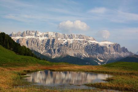 enorme montanyas dolomitas alpes reflexion prados
