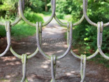 conectado parque jardin valla alambre conexiones
