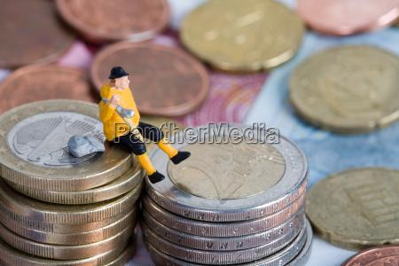 primer plano euros monedas declaracion caro