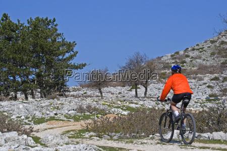 ciclismo en los terrenos del karst