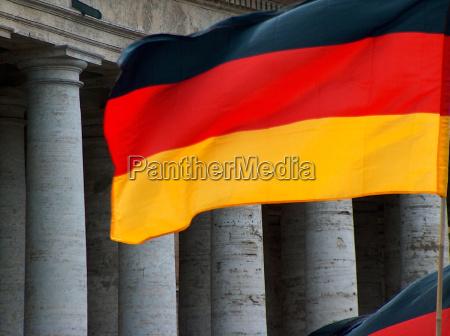 bandera de alemania frente a los