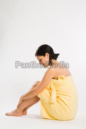 mujer relajacion tranquilidad lado bienestar toalla