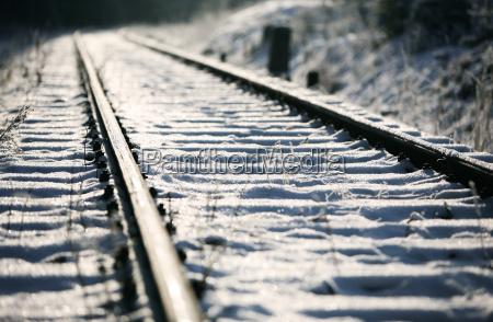 via ferroviaria en la nieve