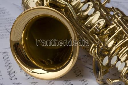 saxofon con notas