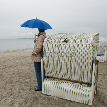 mujer azul playa la playa orilla