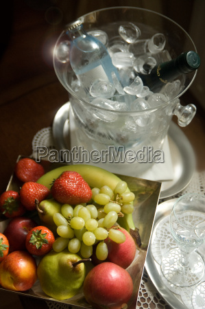 naturaleza muerta uvas fruta manzanas manzana