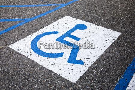 senyal silla de ruedas azul reservado