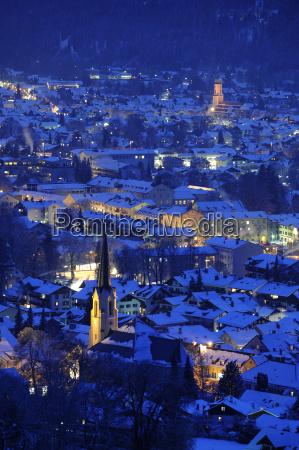 ciudad de garmisch partenkirchen por la