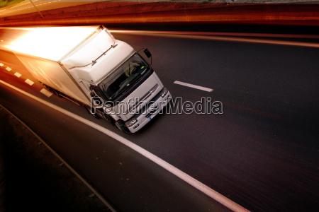 camion en la carretera