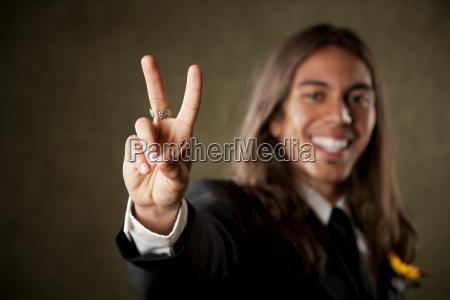 gesto mano dedo masculino paz firmar