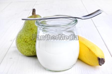 leche pera bombilla platano cuchara