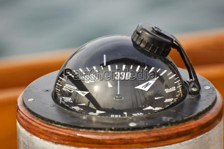 brujula del barco