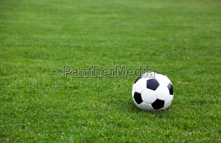 balon de futbol en el estadio