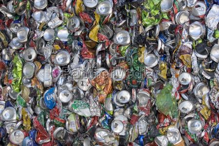 beber bebida medio ambiente aluminio reciclaje