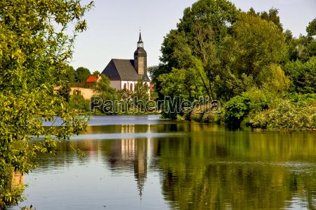 iglesia arbol arboles verano veraniego reflexion