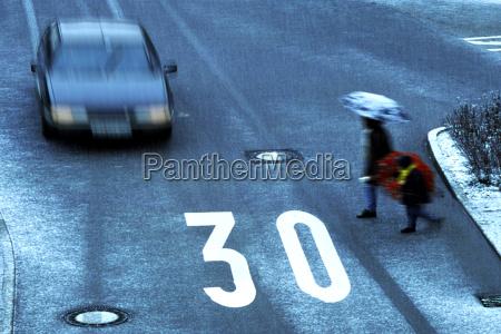 peligro coche carro vehiculo transporte automovil