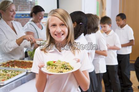 los estudiantes en la cafeteria con