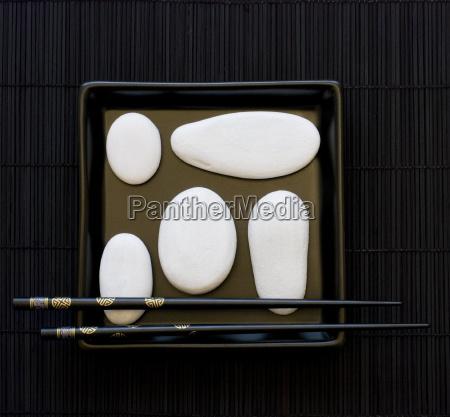 naturaleza muerta objeto piedra asia negro