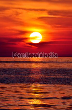puesta de sol en el mediterraneo