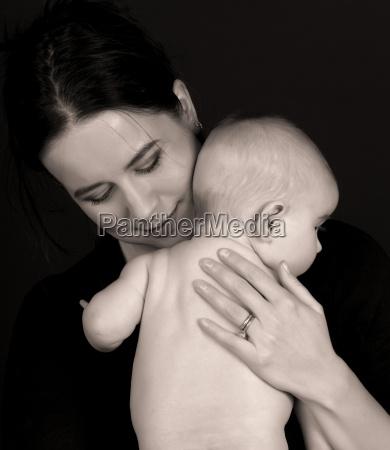 bebe mama poder de los padres