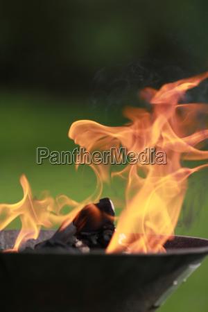 calor precaucion fuego llama parrilla barbacoa