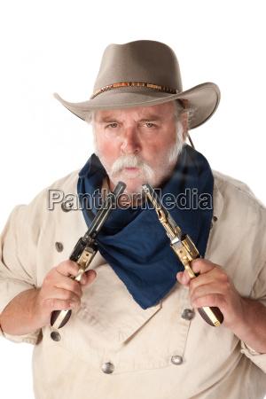 masculino cara adulto disparar crujido arma