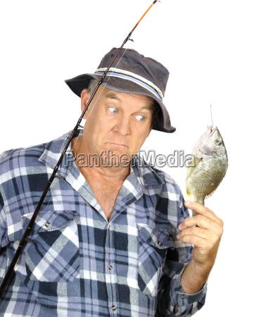 pescador sorprendido