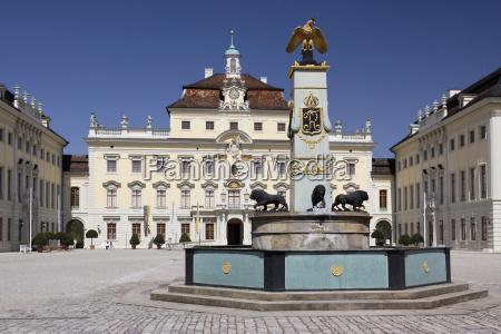 palacio de ludwigsburg patio con