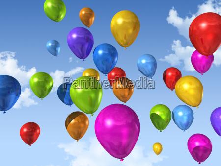 globos de colores en un cielo