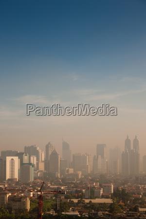 smog sobre una gran ciudad