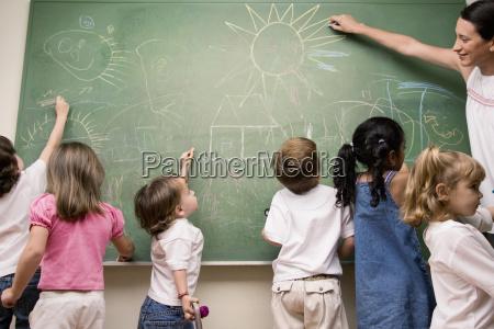 mujer profesor ensenyanza ella estudiantes sala