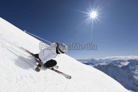 mujer esquiador de montanya