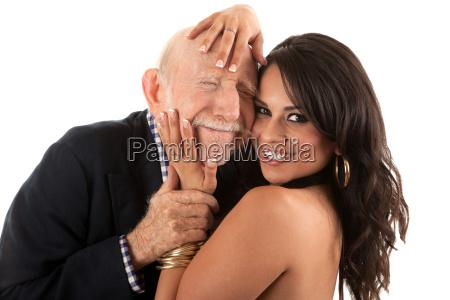 hombre mayor rico con el companyero