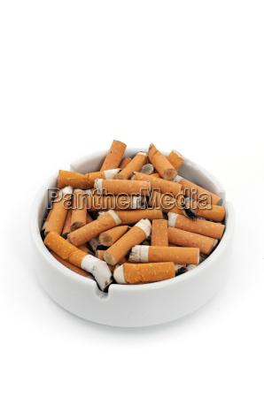 cenicero cigarrillos completo desbordante