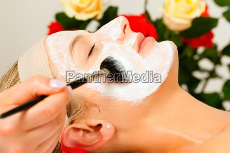 cosmeticos aplicar mascarilla facial