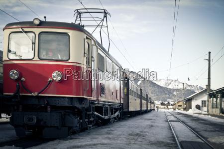 estacion tren vehiculo transporte austria europa