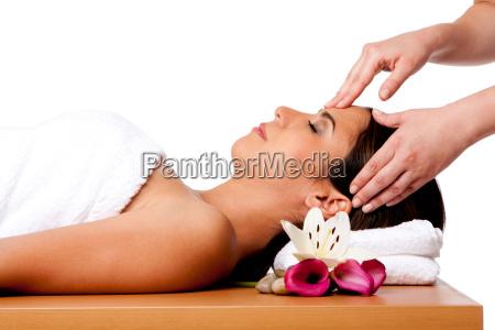 masaje facial en el spa