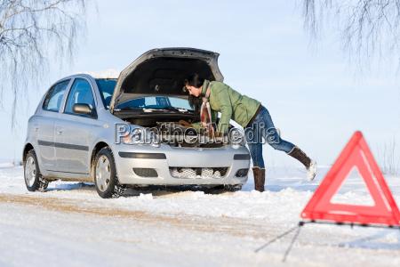 mujer invierno conducir coche carro vehiculo