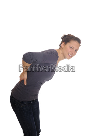 mujer joven tiene dolor de espalda